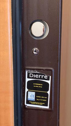 Dierre ajtó beazonosítás, címke, logó, gyártó felirat